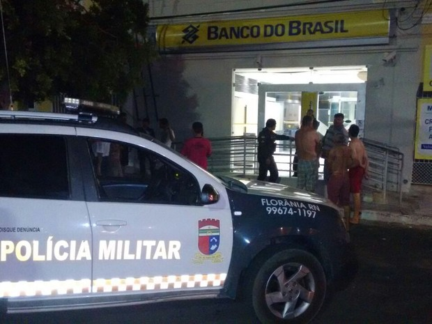 Agência do Banco do Brasil da cidade de Florânia foi atacada por bandidos  (Foto: Marcelo Freire)