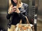 Irmã de Neymar mostra look do dia para viajar