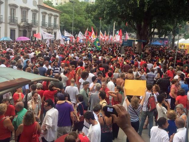 Praça 15 tomada de manifestantes pró-governo (Foto: Daniel Silveira/G1)