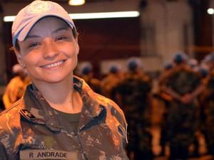 Raquel da Assunção Andrade Costa é a única mulher de uma das companhias de Campinas que atuará no Haiti (Foto: Lana Torres / G1)
