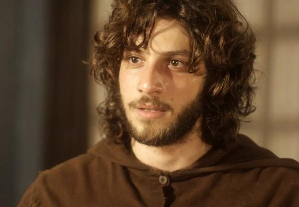 Chay Suede como Joaquim: personagem invadiu a casa do vilão Thomas para encontrar a amada, Anna (Isabelle Drummond) (Foto: Reprodução/ TV Globo)