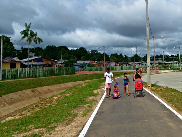 População comemora obra de parque entregue em Cruzeiro do Sul (Foto: Adelcimar Carvalho/G1)