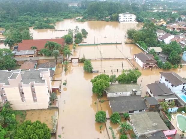 São Sebastião do Caí registra alagamentos por causa da cheia do rio (Foto: Jhoni Paludo/FlyMovies Imagens Aéreas)