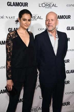 Bruce Willis e a mulher, Emma Heming, em premiação em Nova York, nos Estados Unidos (Foto: Dimitrios Kambouris/ Getty Images/ AFP)