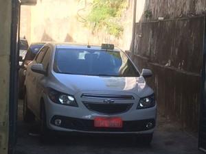 Táxi de agressor de cantora baiana está na 7ª Delegacia, em Salvador, Bahia (Foto: Dalton Soares/ TV Bahia)