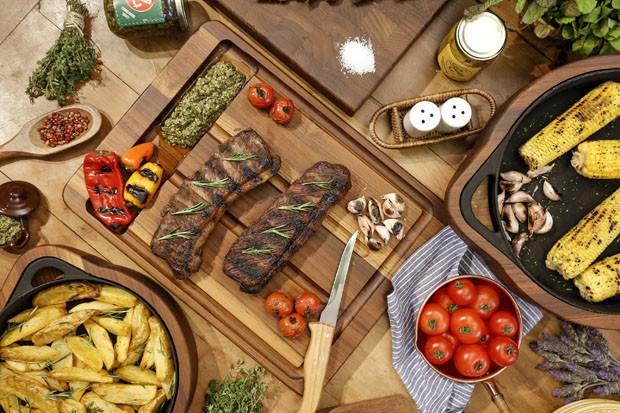 Vamos Receber: ideias para decorar a mesa para um churrasco (Foto: Julio Acevedo)