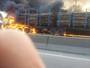 Carreta pega fogo em acostamento da Rodovia do Contorno, no ES