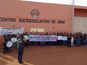 Servidores de Unaí também aderiram à greve (Foto: Lúcio Rocha/ VC no G1)