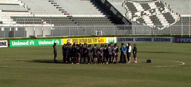 Elenco da Ponte Preta se reúne antes de enfrentar o Fluminense (Foto: Reprodução / EPTV)