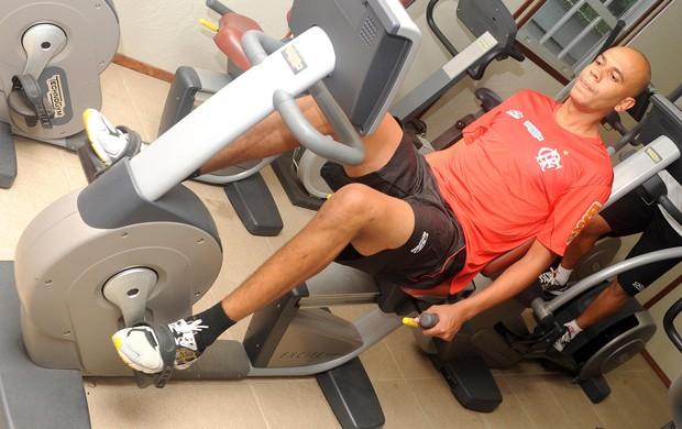 Alex Silva na academia, Flamengo (Foto: Alexandre Vidal / Flaimagem)