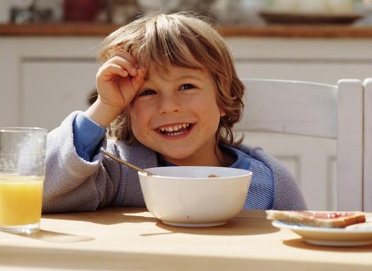 cafe; manha; crianca; comendo (Foto: Thinkstock)