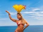 Lucilene Caetano posa no clima de carnaval para revista da Espanha