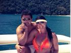 Zezé di Camargo passeia de iate com Graciele Lacerda