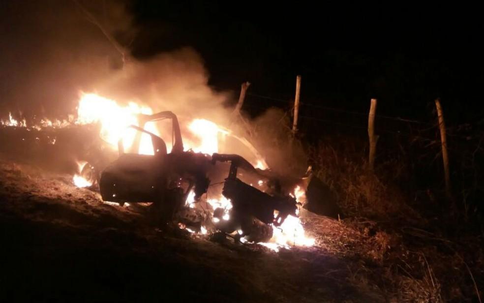 Motorista morreu carbonizado após bater em cavalo (Foto: Sigi Vilares/ Blog do Sigi Vilares)