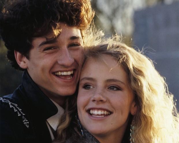 Amanda Peterson e Patrick Dempsey no filme 'Namorada de aluguel' (Foto: Divulgação)