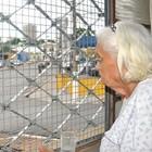 'Nunca quis sair daqui', diz idosa  (Carolina Holland/G1)