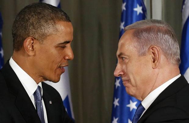 O presidente dos EUA, Barack Obama, e o premiê de Israel, Benjamin Netanyahu, dão entrevista conjunta nesta quarta-feira (20) em Jerusalém (Foto: AP)