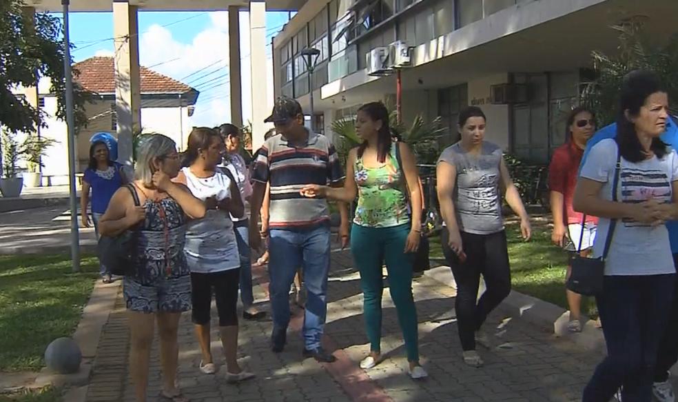 Zeladores entram na Justiça para receber salários atrasados (Foto: Reprodução/TV TEM)