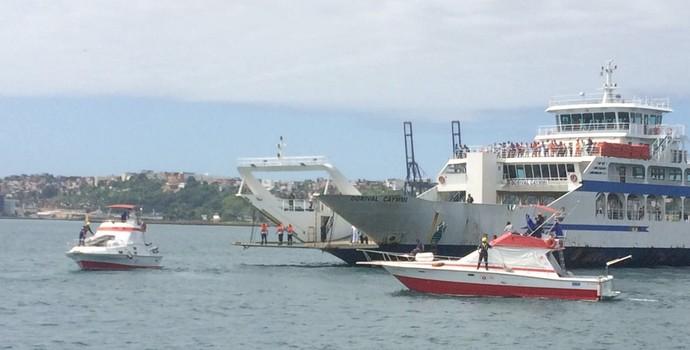 Ferry Boat de Salvador passa por simulação da Marinha (Foto: Juliana Almirante / G1 Bahia)