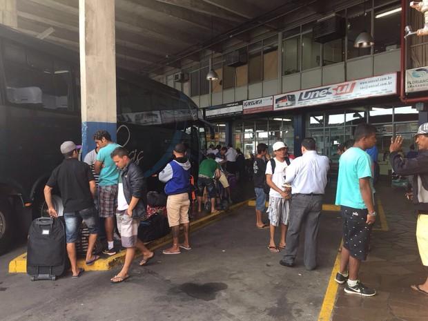 Grupo de paraibanos resgatado em condição análoga à de escravo, em Lajeado, embarcou rumo a São Paulo (Foto: Patrícia de Mello Sanfelici / MPT)