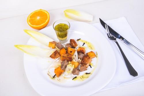 Salada de lombo à califórnia ao vinagrete de alecrim