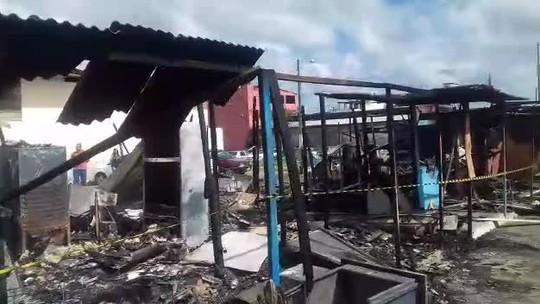 Incêndio destrói barracas no estacionamento da antiga Ceasa