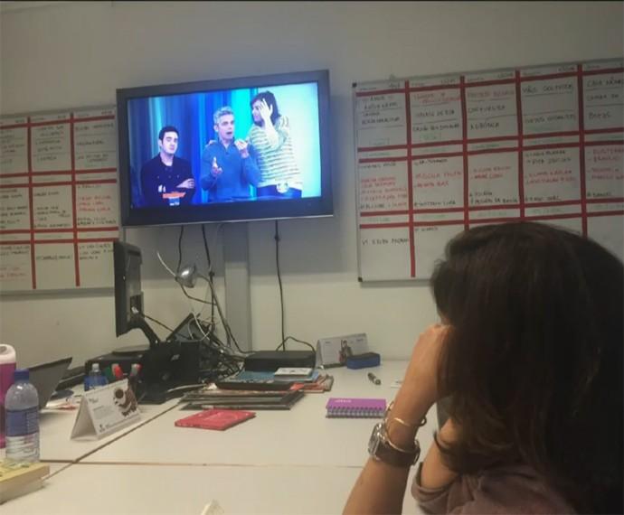 Fátima Bernardes liga para o Vídeo Show e dá bronca em Veras (Foto: Vídeo Show / Gshow)