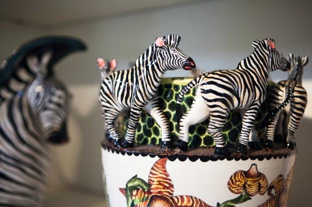 Vaso com zebras em roda (Foto: Lufe Gomes / Editora Globo)