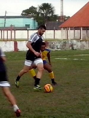 Goleiro Weverton joga como meia em jogo beneficente no Acre (Foto: Duaine Rodrigues)