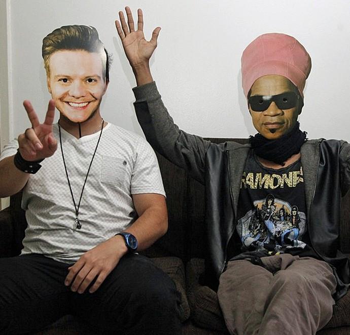 Quem são os dois por trás dessas máscaras?! (Foto: Artur Meninea / Gshow)