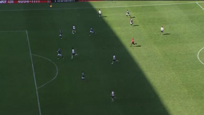 Fagner corta para o meio e encontra Guilherme sozinho; Corinthians é efetivo no ataque (Foto: GloboEsporte.com)