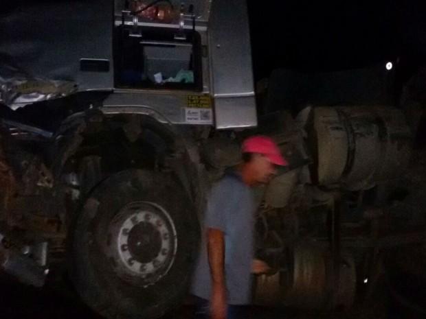 Acidente deixa congestionamento de um quilômetros nos dois sentidos da pista  (Foto: Jadiel Luiz / Blog do Sigi Vilares)