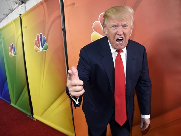 Em foto de 16 de janeiro, Donald Trump posa durante a turnê de lançamento da programação da NBC, em Pasadena, na Califórnia (Foto: Chris Pizzello/Invision/AP, File)