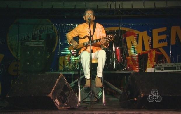Eliakin Rufino encerrou com músicas regionais a última noite da Feind 2013 (Foto: Bom Dia Amazônia)