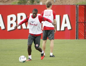 Juan treino Inter (Foto: Diego Guichard/GLOBOESPORTE.COM)