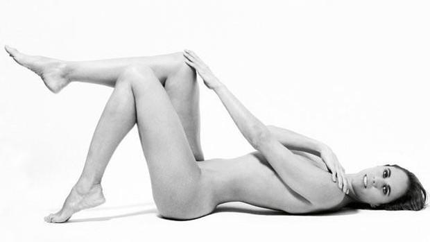 Aos 37 anos, a veterana Amaya Valdemoro surpreendeu ao posar nua  (Foto: Divulgação / DT Magazine)
