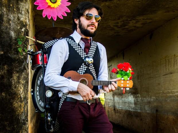 Welder Miranda, o Homem-Banda brasileiro (Foto: Bárbara Machado/Divulgação)