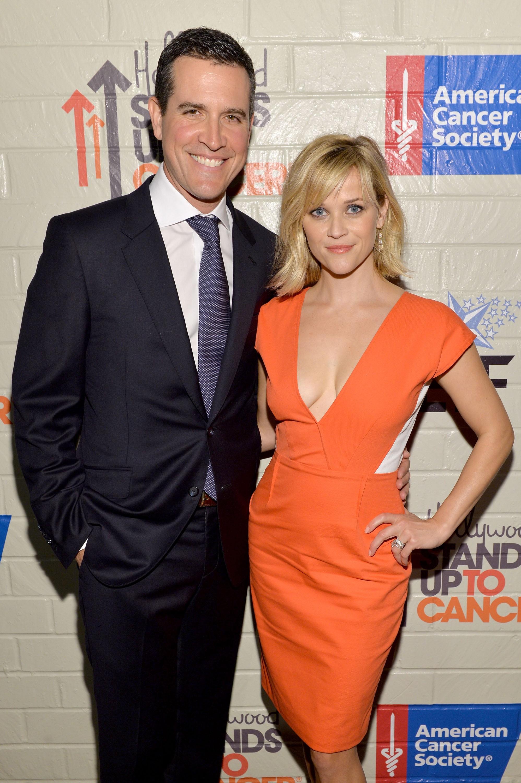 O segundo casamento da atriz de 'Legalmente Loira' (2001) foi com o agente de talentos Jim Toth, em 2001. (Foto: Getty Images)