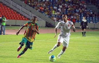 Após gol polêmico, Vila deslancha no fim e afunda o Sampaio Corrêa: 3 a 0