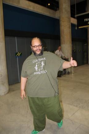 Ed Motta no aeroporto Santos Dumont (Foto: Marcello Sá Barreto / AgNews)