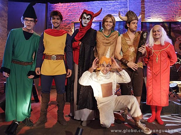 Reconhece? Érico e a galera da Casa Verde fantasiados de Caverna do Dragão (Foto: Sangue Bom/TV Globo)