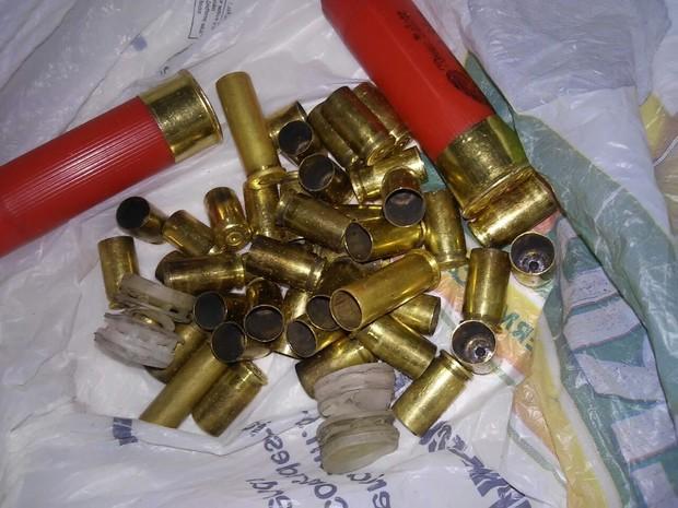 Várias cápsulas foram encontradas pelas ruas de Lagoa Nova (Foto: J. Júnior/G1)