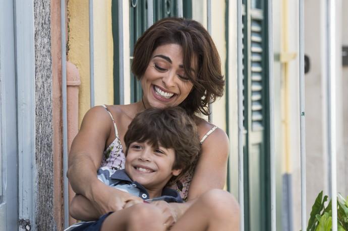 Muita fofura em uma só foto! Juliana Paes com o pequeno Gabriel Almeida Bravo (Foto: Estevam Avellar/Globo)