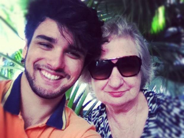 Fernando, 22 anos, e a avó Nilva (Foto: Fernando Aguzzoli/Arquivo pessoal)