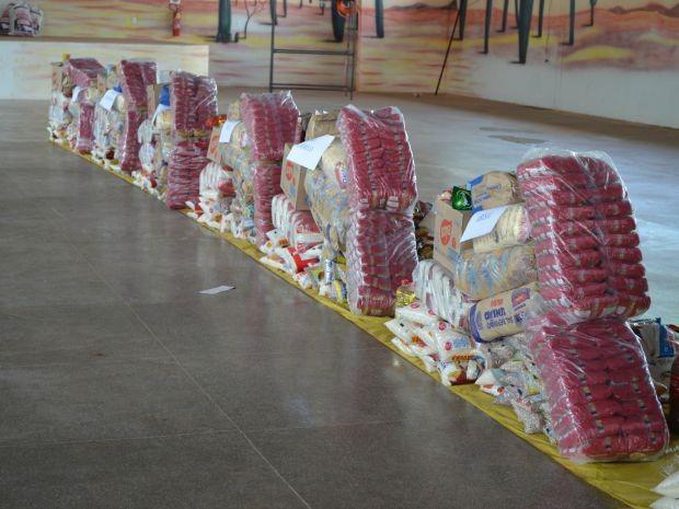 Alimentos foram repassados para entidades nesta quarta, 9 (Foto: Magda Oliveira/ G1)