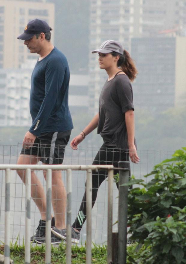 Bonner e Beatriz também caminharam (Foto: AgNews)