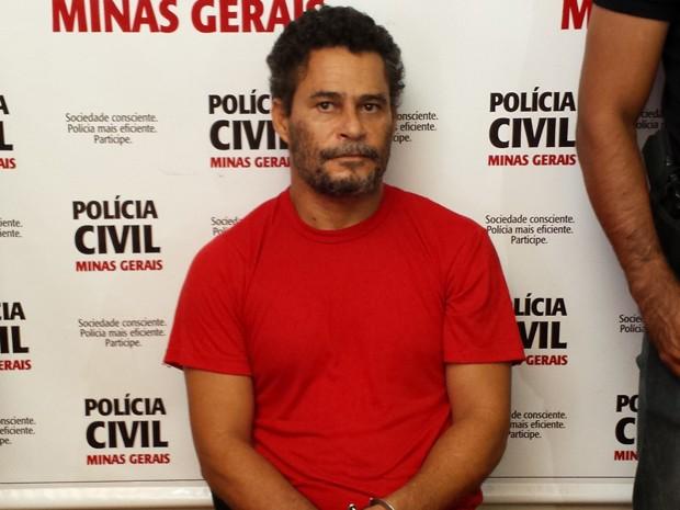 Suspeito estava sentado durante a apresentação porque levou um tiro no pé (Foto: Pedro Triginelli/G1)