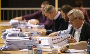 Centro-direita lidera apuração de votos para o Europarlamento