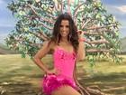 Renata Santos coloca as pernas de fora em noite de samba no Rio