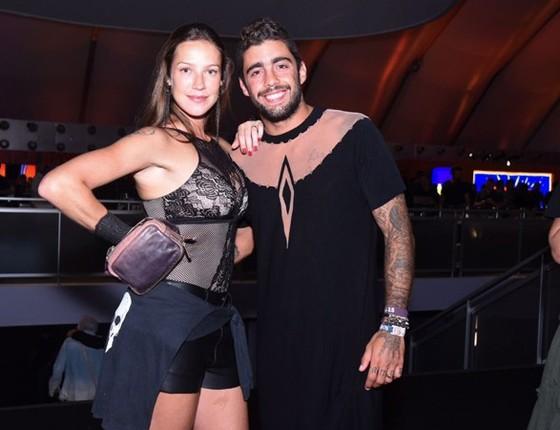 Luana Piovani e Pedro Scooby: looks do casal na primeira noite do RIR dividiu opiniões (Foto: AG. News)